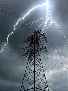 ligne-électrique-et-foudre-électriques-48401357